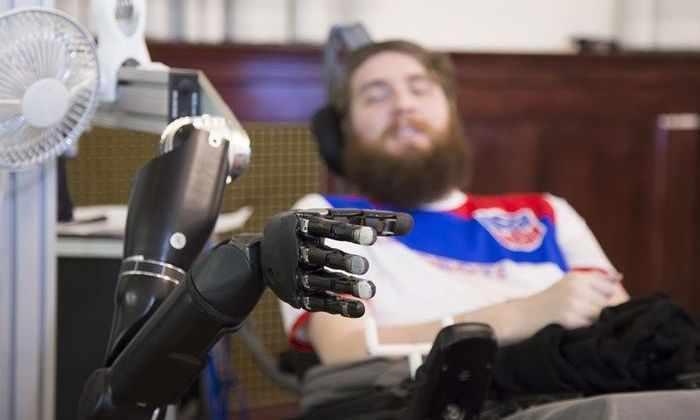 Мозговой интерфейс вернул парализованному мужчине способность чувствовать