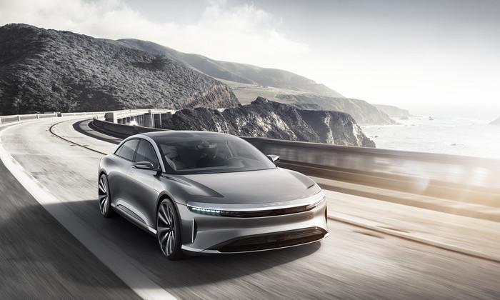 Tesla Motors объявила сроки запуска всерийное производство нового электромобиля