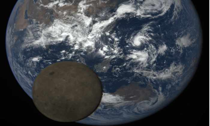 Видео: спутник НАСА заснял движение Луны на фоне Земли