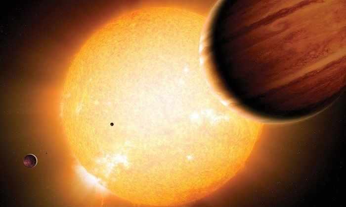 Группа газовых гигантов может наклонять орбиты планет