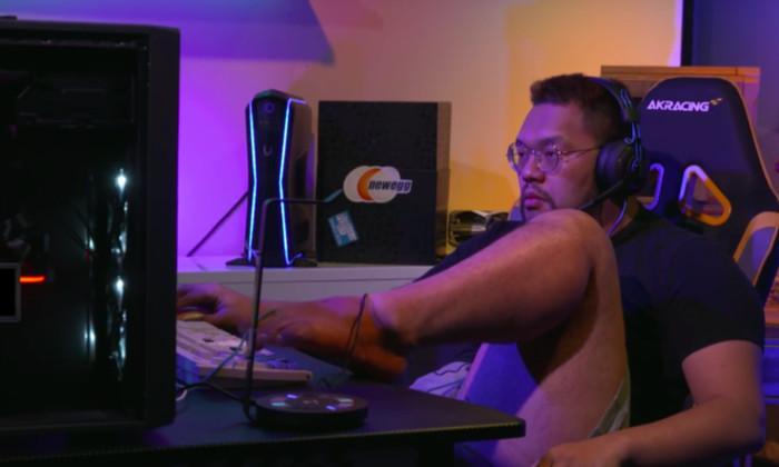 Видео: киберспортсмен выиграл матч по StarCraft ногой