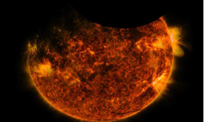 Солнечная обсерватория НАСА засняла двойное затмение