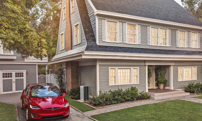 Град размером с пушечное ядро: Маск показал солнечные крыши Tesla в действии