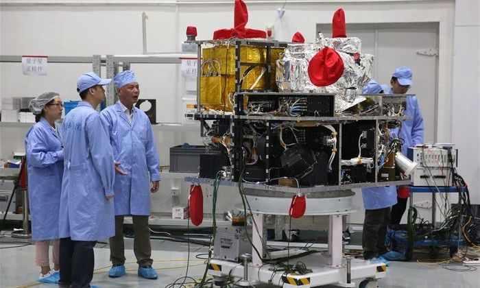 Китай запустит первый в мире квантовый спутник и испытает возможность создания квантового интернета