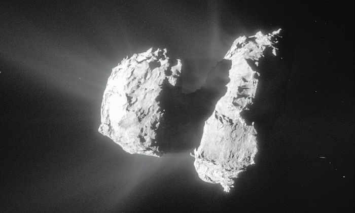 На поверхности кометы впервые нашли твердый углекислый газ