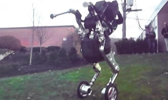 Инженеры Boston Dynamics приделали колеса к робопсу