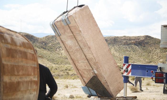 Привет потомкам: в Испании закопали монумент с мемами