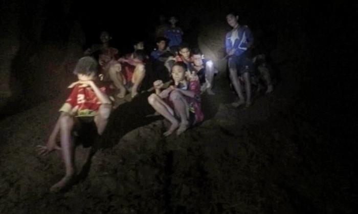 Мальчики заперты в пещерах Таиланда. Как отсутствие света повлияет на них