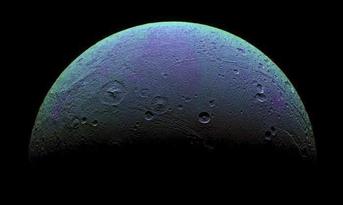 Под поверхностью еще одного спутника Сатурна обнаружили океан