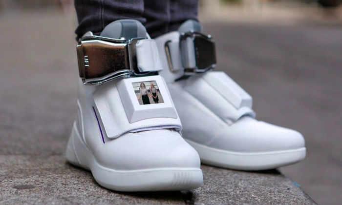 Авиакомпания создала кроссовки с Wi-Fi, USB и ЖК-дисплеем