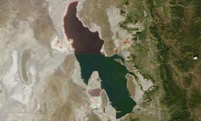 Большое Соленое озеро, вид со спутника
