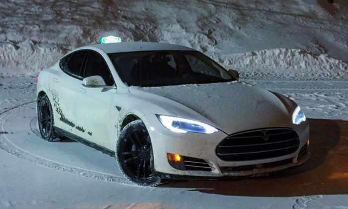 Водитель Tesla рассказал, насколько выгодно использовать Model S в качестве такси
