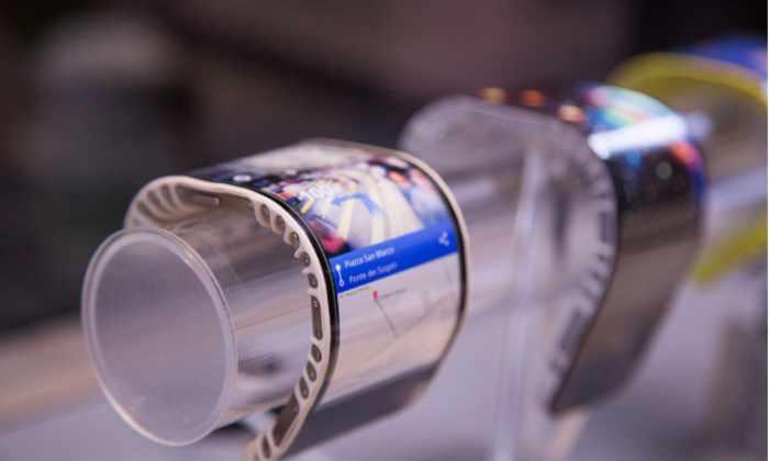 Lenovo презентовала первый в мире смартфон-браслет и много чего еще