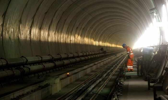 Фоторепортаж: открылся самый глубокий и самый длинный тоннель в мире