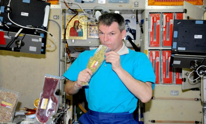 Почему космонавтам иногда разрешали пить алкоголь на МКС?