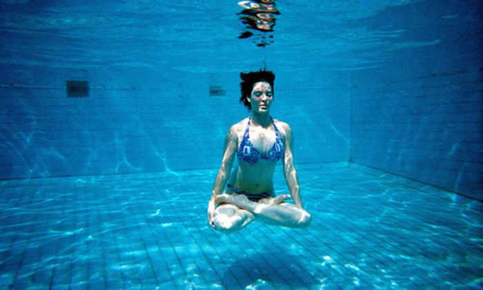 Йога и плавание помогают предотвратить развитие рассеянного склероза