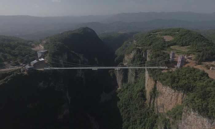 Самый высокий и самый длинный стеклянный мост в мире появится в Китае