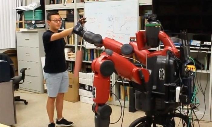 Дай пять: робот стал «своим парнем» среди людей