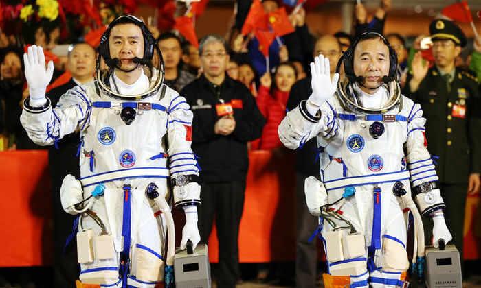 Китай отправил двух астронавтов в космос на рекордный срок