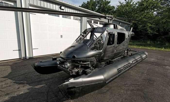 Полицейский превратил вертолет в гоночный автомобиль-амфибию