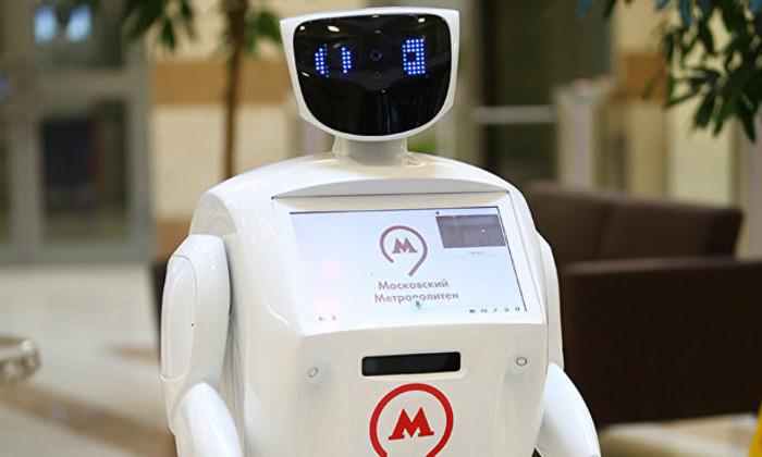 В московском метро появился робот. Для поднятия настроения пассажирам