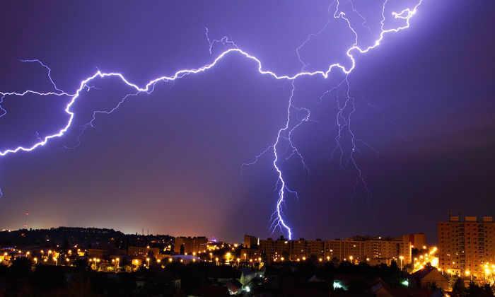 ООН назвала самую длинную и самую долгую молнии