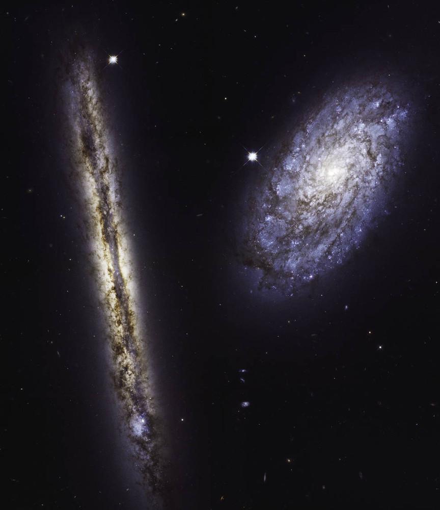 NASA опубликовало завораживающий снимок спиральных галактик
