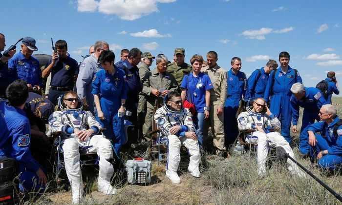 Космонавты МКС, среди них Юрий Мельнеченко, приземлились в Казахстане