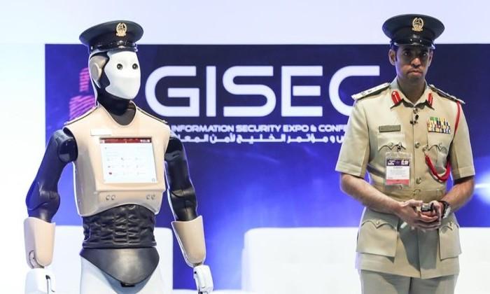 В Дубае робот-офицер заступил на дежурство