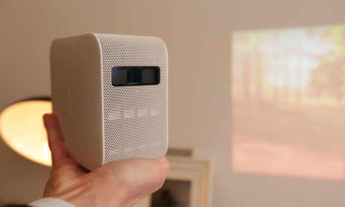 Новый проектор Sony превратит любую поверхность в телевизор