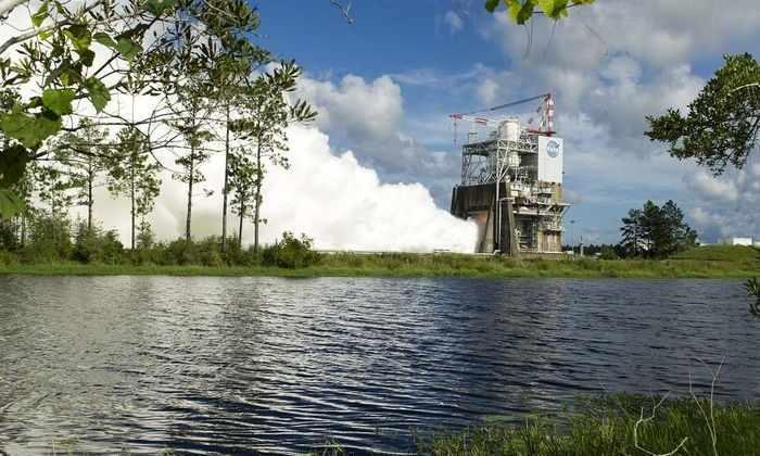 НАСА успешно испытало двигатель для самой мощной ракеты в мире