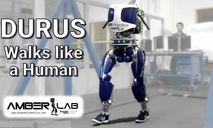 Видео: робот ходит, как человек, и носит кроссовки