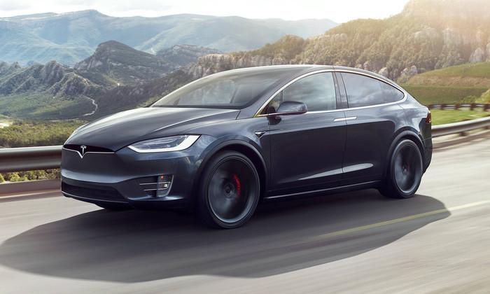 Видео: внедорожник Tesla прошел краш-тест на «пять». Первый в мире
