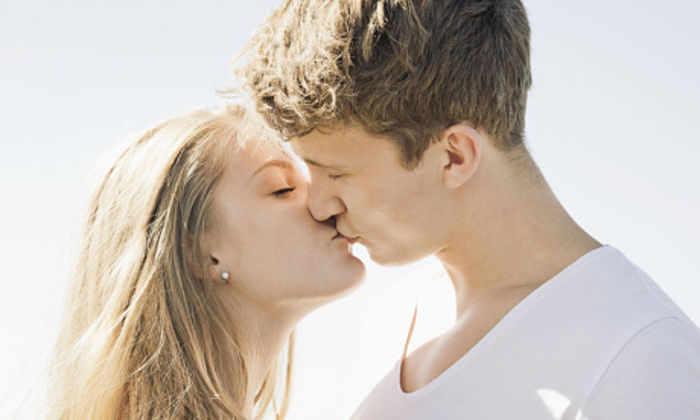 Мы закрываем глаза во время поцелуев от переизбытка чувств