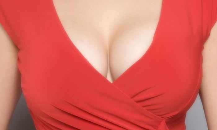 Лицезрение обнаженной женской груди вдвое снижает риск инфаркта у мужчин