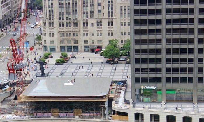 Накрыше вцентре Чикаго появился огромный MacBook Air