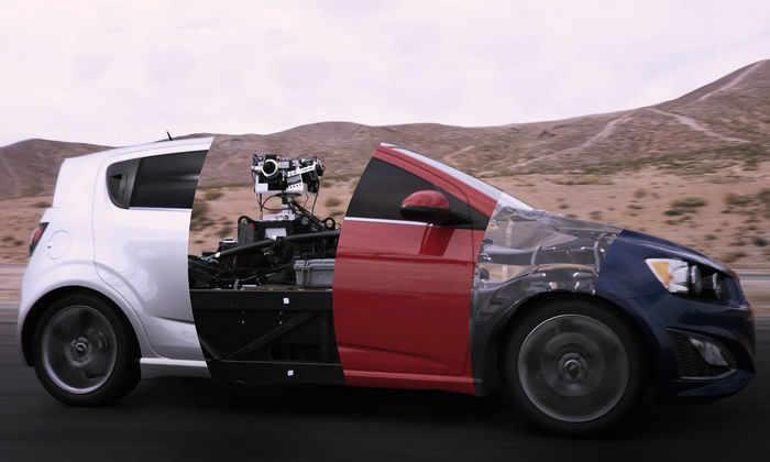 Видео: машина-трансформер превращается в любой автомобиль мира