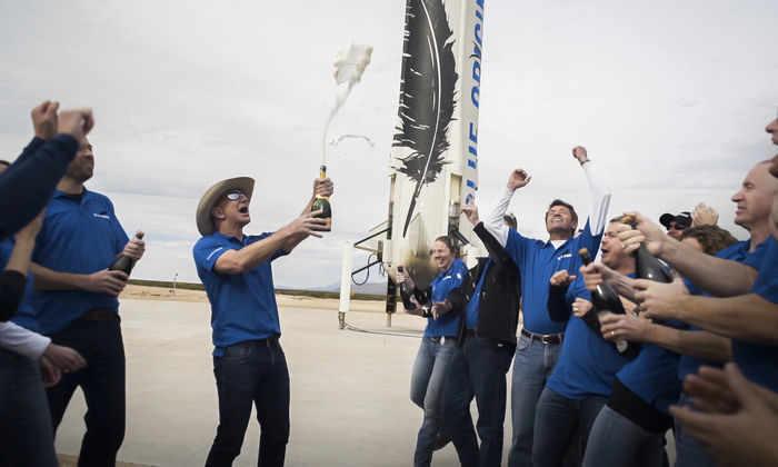 Blue Origin начнет доставлять людей в космос в течение года