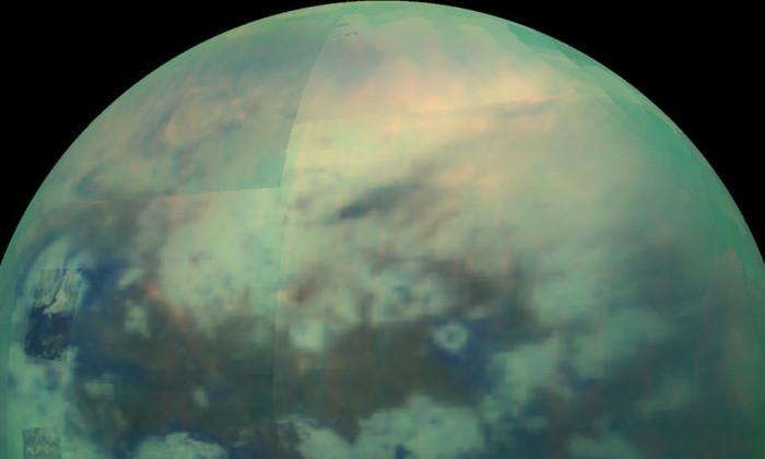 Странный спутник Сатурна состоит из наэлектризованного песка