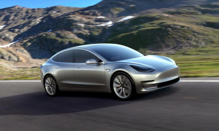 Видео: прототип Tesla Model 3 засняли на дороге