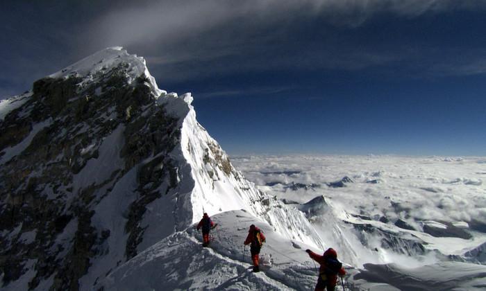 Российская экспедиция намерена капсулировать тела альпинистов на Эвересте
