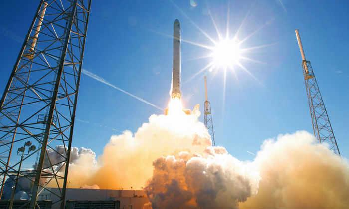 LIVE: SpaceX запустит Falcon 9 cразу с двумя спутниками
