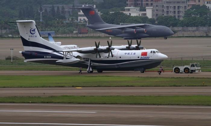 В сети появилось видео испытаний крупнейшего в мире самолета-амфибии