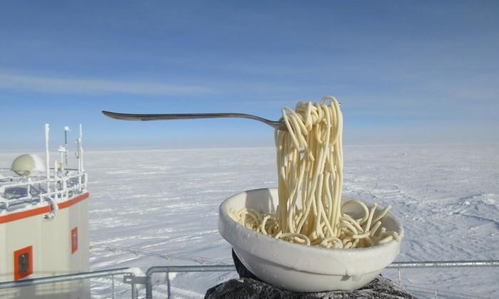 Эксперимент года: что будет, если выставить спагетти на улицу при -60℃?