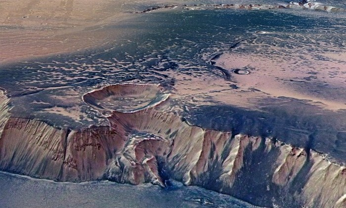 Астрономы объяснили, почему на Марсе были океаны из теплой воды