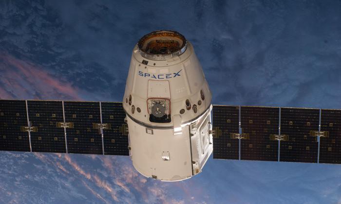 SpaceX успешно запустила Falcon 9 с грузовиком Dragon к МКС