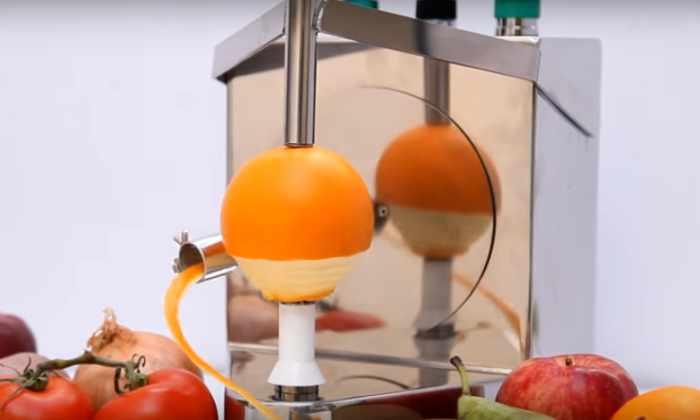 Видео: устройство, как заведенное, чистит 3-4 апельсина в минуту