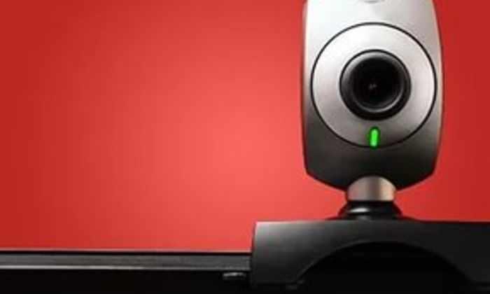 Хакер превратил в шоу на Youtube показ записей  взломанных Web-камер