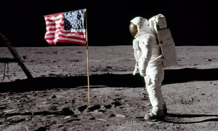 Американские флаги на Луне разрушаются. А один из них исчез