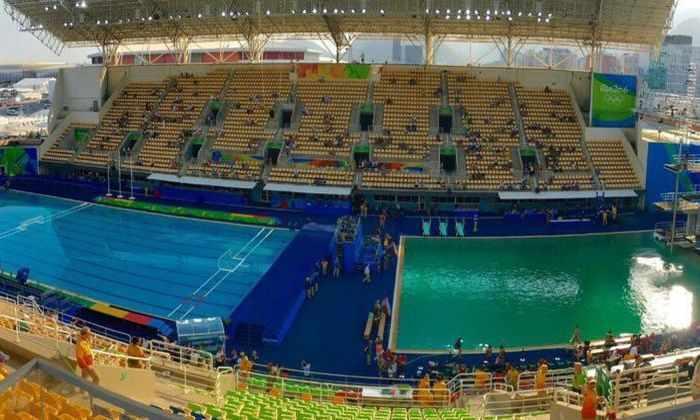 Олимпийский бассейн для дайвинга позеленел за ночь по неизвестной причине